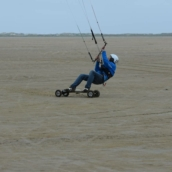 kiting with flysurfer